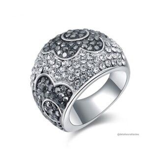 anillo grueso plateado forma de flor