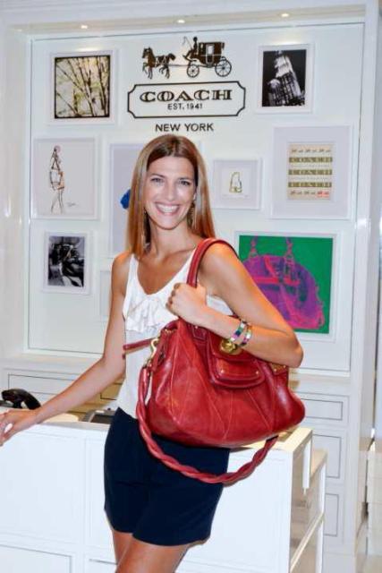 1ac32a4fb Coach inaugura boutique en El Corte Inglés con el bolso KIRA