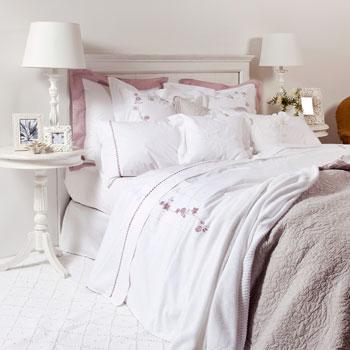 Zara home camas en blancos y lilas - Cojines exterior zara home ...