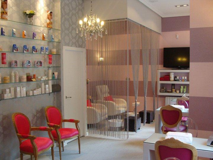 Esmalte permanente en nails couture - Salones de peluqueria decoracion fotos ...