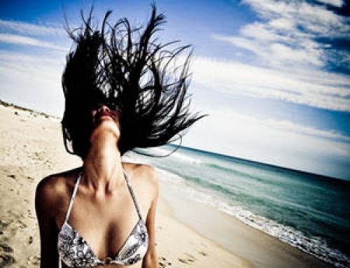 9 errores que estropean el pelo en verano