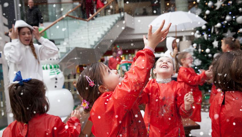 Navidad niños jugando