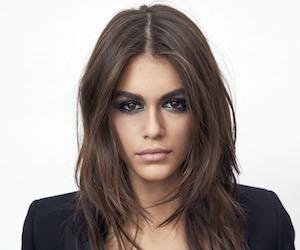 Kaia Gerber nueva embajadora de maquillaje de YSL Beauté.