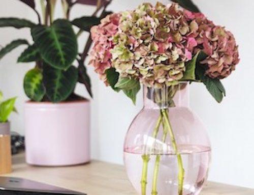 Decorar con flores recicladas