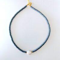 collar gris con perla