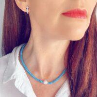 collar cristales azul y perla